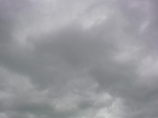 こんな空の下から...。