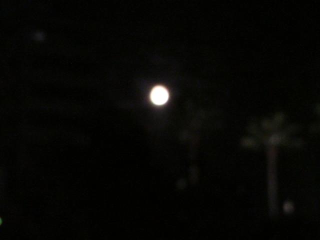 今夜の博多のお月様から...。